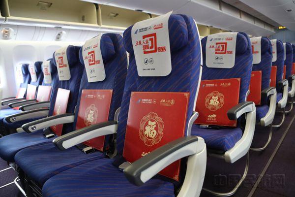 航班抵达成都,在南航四川分公司和成都双流机场专业,快速,安全保障下