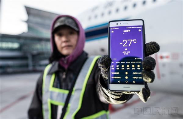 人体温度_清晨的机坪低於零下30度,刺骨的寒风中,机务人体感温度会更低一些.