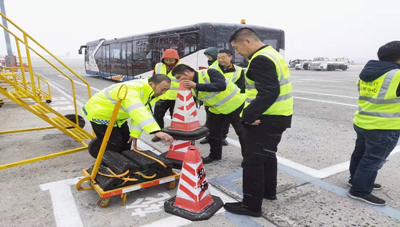 东北局对黑龙江地区机场进行督查1.jpg