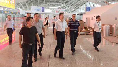 周局长实地调研建设竣工的桂林机场_副本.jpg